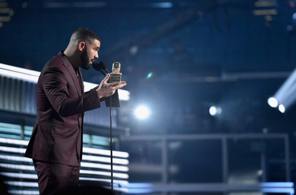 HustleTV.tv Drake Grabs 12 Billboard Music Awards