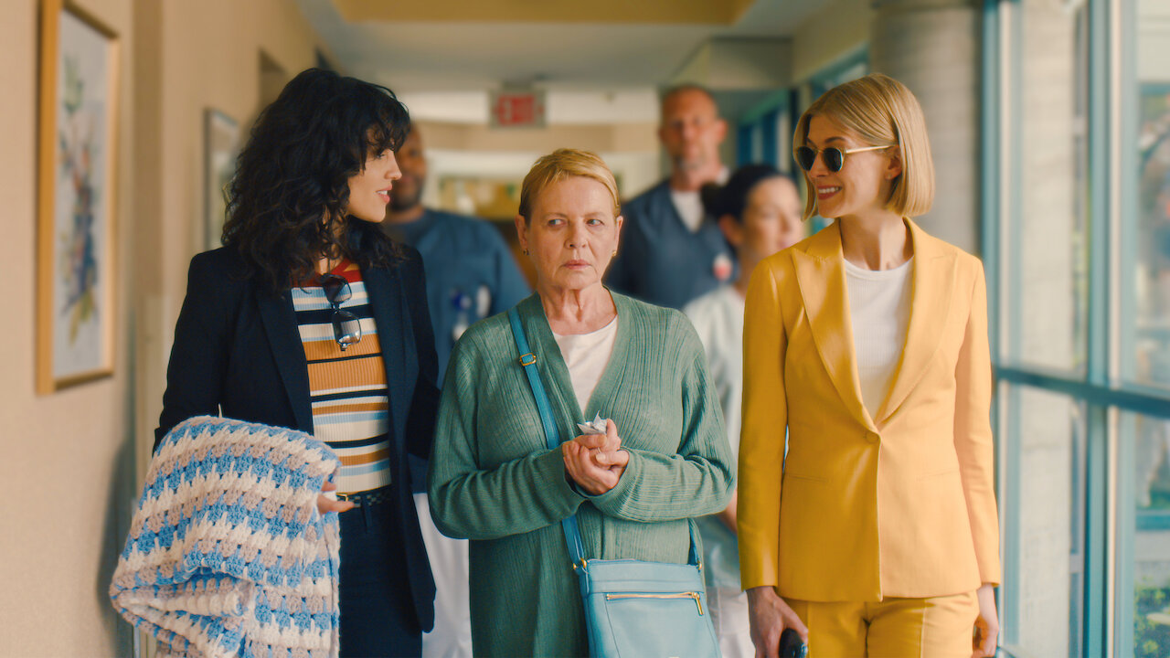 HustleTV Rosamund Pike Risks Momma's Boy Peter Dinklage's Wrath In I Care A Lot Streaming On Netflix